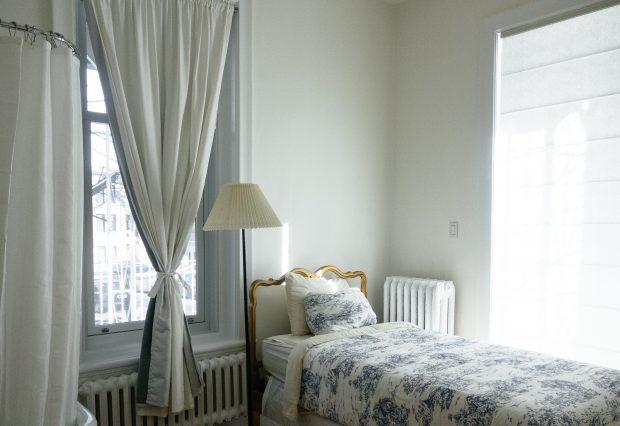bedroom-690129_1920