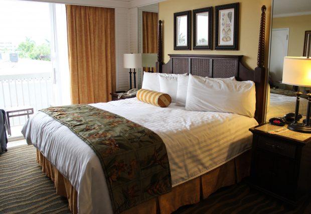 hotelroom-2205447_1920